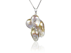 Baroque Pearl Pendant with Swarovski Crystal