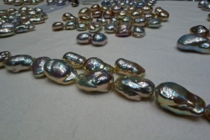 Metallic pearls that look gittery