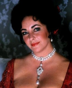 Elizabeth Taylor wearing the La Peragrina