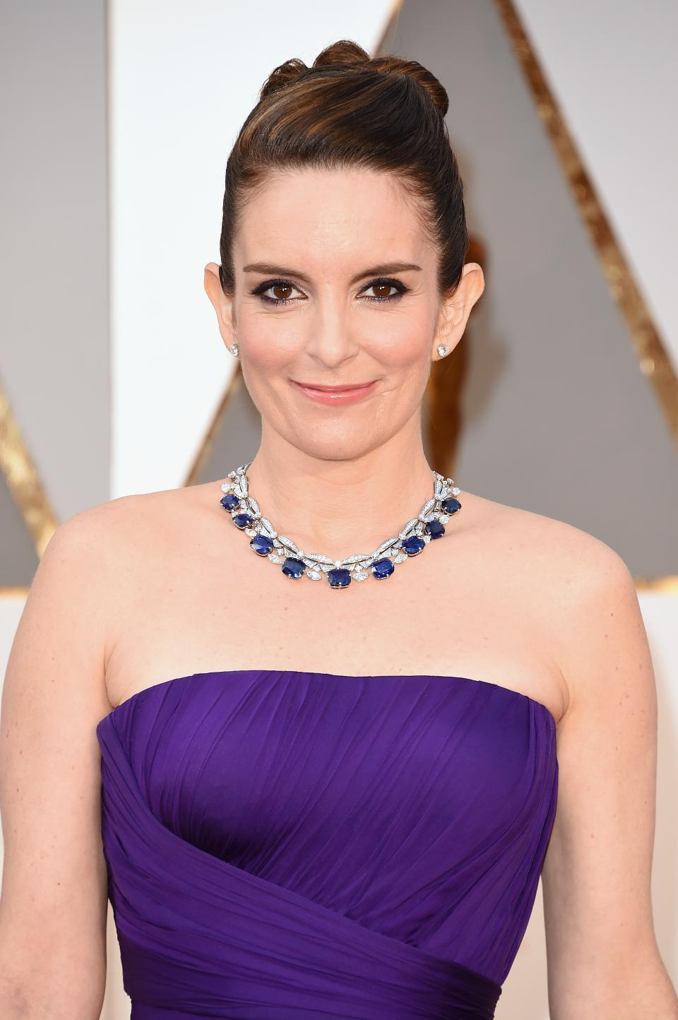 Tina Fey wearing a stunning Bulgari sapphire necklace. She seemed to be one of the few ladies sporting colored gemstones instead of white gold and diamonds, and we're definitely into it!